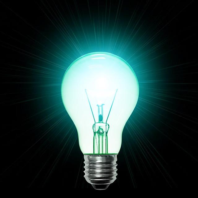 světle tyrkysová žárovka.jpg