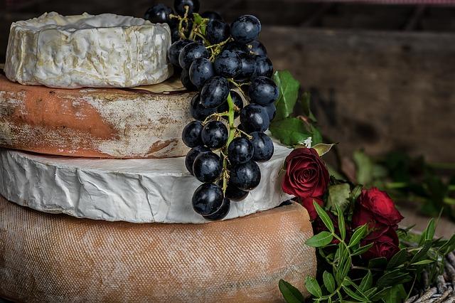 sýr a hrozny