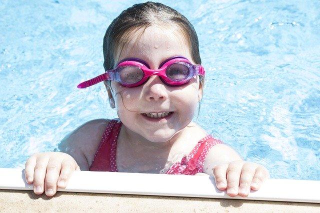 dívka v bazénz.jpg